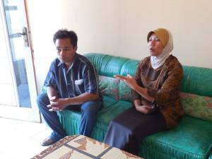 Nisro dan Endah Pujianti, pengurus aktif Forum Kesehatan  Desa Keseneng