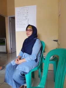 Titik Sundari, Bidan di Desa Keseneng yang aktif mendampingi Forum Kesehatan Desa (FKD) Keseneng