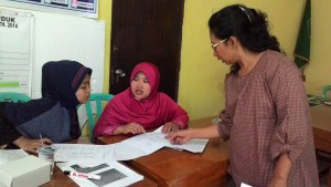 Pelatihan Pemetaan Kesejahteraan di Gumelem KulonPeserta berdiskusi menggali indikator kesejahteraan lokal